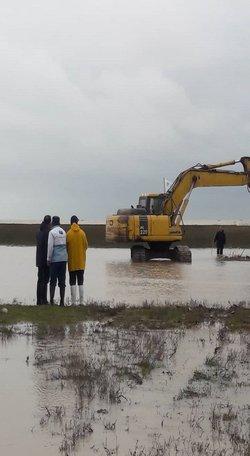 اجرای کانال  جدید ولایروبی  گرگانرود توسط شرکت آب منطقه ای در مصب دریا برای خروج بهتر سیلاب