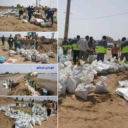 عملیات تحکیم سیل بندهای احداثی بلوار ساحلی توسطرشهرداری خرمشهر