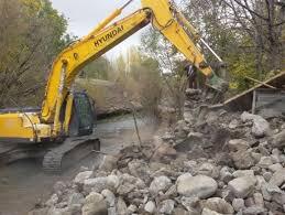 ساخت و سازهای غیرمجاز در حریم رودخانههای استان مرکزی تخریب میشوند
