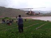 استفاده از بالگرد برای انتقال سیمهای برق حاشیه رودخانه کشکان در لرستان