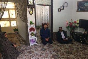 دیدار مدیرکل راه و شهرسازی استان ایلام با خانواده شهید همکار فرج اله هاشمی در شهرستان دره شهر