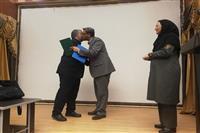 اهداء لوح تقدیر به جانبازان اداره کل به مناسبت روز جانباز توسط مهندس شاکری مدیرکل استان کرمان