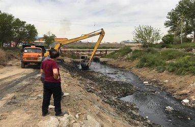 اجرای رفع موانع انسداد و ارتقاء آبگذری بستر رودخانه شادچای در محدوده شهرستان شهریار