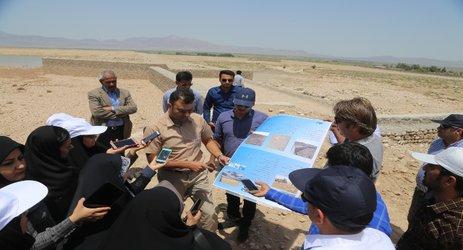 حضور بیش از ۲۵ خبرنگار و عکاس در شهرستان حاجی آباد و ارائه گزارش  از پروژه های شرکت آب منطقه ای هرمزگان