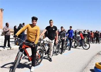 مسابقات دوچرخه سواری استان با حضور شهردار بروجن در پیست دوچرخه سواری بروجن برگزار شد
