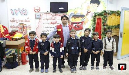 آموزش ایمنی و آتش نشانی به دانش آموزان دبستان احمد مسیبی/ آتش نشانی رشت