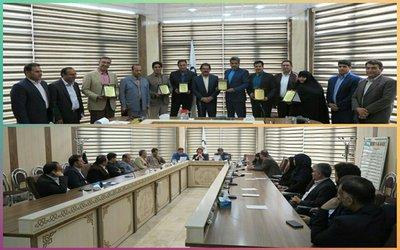 به مناسبت نهم اردیبهشت، روز ملی شوراها، شهردار بروجرد به همراه معاونین با حضور در سالن اجتماعات شورای اسلامی شهر بروجرد این روز را به اعضای شورا تبریک گفتند