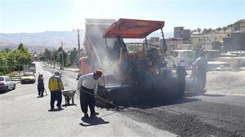 آغاز عملیات احداث پیاده رو بلوار معلم  در سنندج / با ۳۵۰ تن آسفالت یکی از خیابانهای اصلی در محله حاجی آباد آسفالت و بهسازی شد