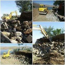 تصرفات غیرقانونی در بستر و حریم دریاچه سد اکباتان همدان تخریب شد