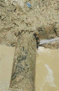 رفع شکستگی خط انتقال مجتمع آبرسانی زاو بدون قطعی آب مشترکین