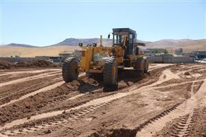 عملیات احداث ۷ هزار مترمربع فضای سبز درمیدان ورودی  ناحیه منفصل شهری ننله در سنندج آغاز شد