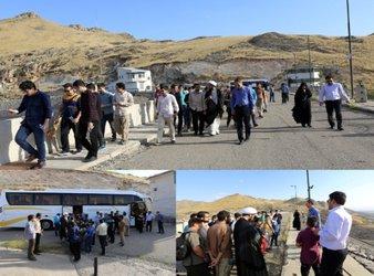 جمعی از دانش آموزان بسیج دانش آموزی و کانون امام خمینی (ره) و رایان رویش از سد تهم زنجان بازدید کردند.