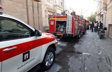 نجات ۳۰ مسافر در پی آتشسوزی یک مجتمع اقامتی در شهر مشهد