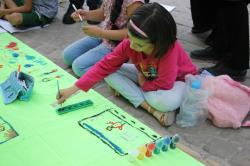 جشنواره خیابانی نقاشی کودکان با هدف هویت بخشی به آنها برگزار شد