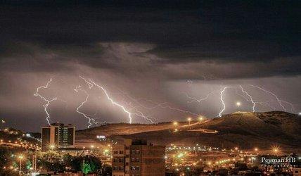 رگبار باران و رعد و برق در آذربایجان شرقی/ شهروندان از اتراق در مسیر رودخانهها خودداری کنند