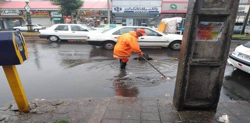 آماده باش نیروهای خدمات شهری همزمان با بارش باران های شب گذشته