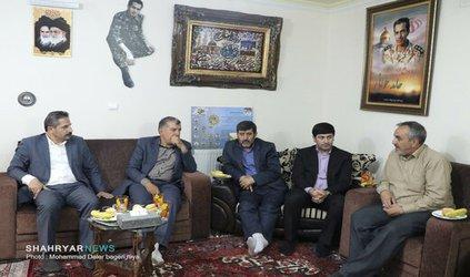 شهردار تبریز با خانواده شهید مدافع حرم حامد جوانی دیدار کرد