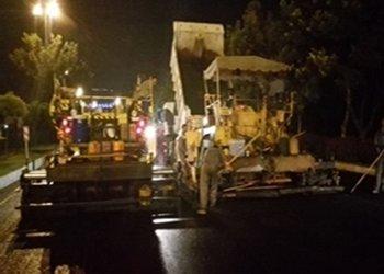 عملیات نهضت شبانه آسفالت در بلوار شهید بابایی در حال اجرا است