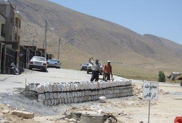 اجرای عملیات سنگ چینی دیوار خیابان جنب شهرک گلستان