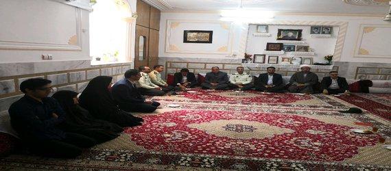 گزارش تصویری دیدار شهردار،فرماندار ،امام جمعه و مسئولین با خانواده شهدا