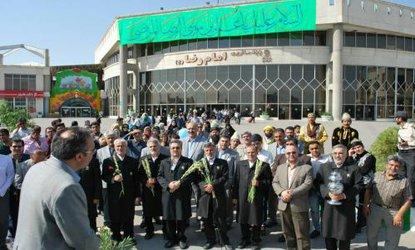 استقبال مدیران شهری از زائران امام هشتم (ع) در پایانه مسافربری مشهد