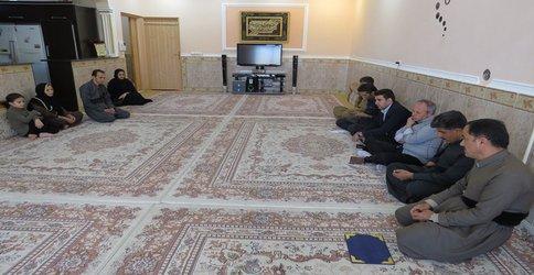 دیدار شهردار پاوه با خانواده کارکنان فرزند شهید شهرداری