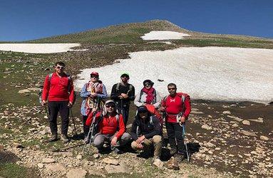 صعود همکار امور آبفای ماکو به قله بزقوش سراب