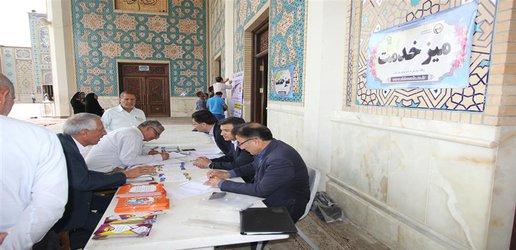 برپایی میز خدمت برق شیراز در مصلای نماز جمعه
