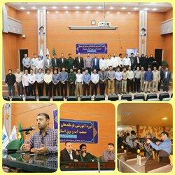 دوره آموزشی فرماندهان و اعضای شورای بسیج صنعت آب و برق استان همدان در محل سالن همایش های سداکباتان برگزار شد .