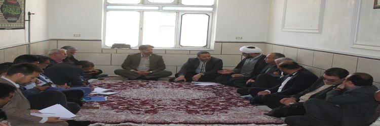 جلسه بررسی آخرین وضعیت جانمایی زمین جهت ساخت و ساز در روستای حسین آباد کالپوش