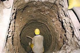 احسان نوذری معاون فنی و شهرسازی زرند از حفر چاه در 17نقطه از سطح شهر زرند خبر داد .