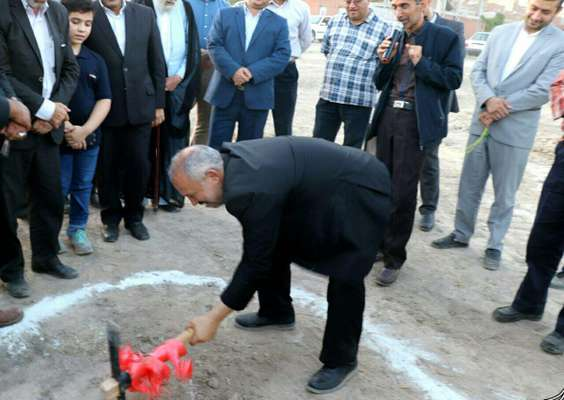 همزمان با هفته دولت؛ کلنگ احداث فرهنگسرای شهرداری بناب به زمین زده شد