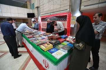 پرسنل وزارت راه و شهرسازی بهمناسبت گرامیداشت روز کارمند خون اهدا کردن
