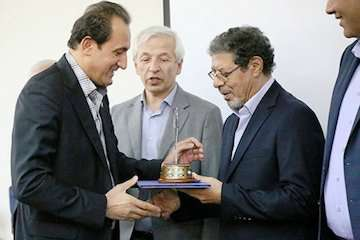 دیپلم زرین افتخار در ۱۰ بخش به روابط عمومی شرکت راه آهن تعلق گرفت