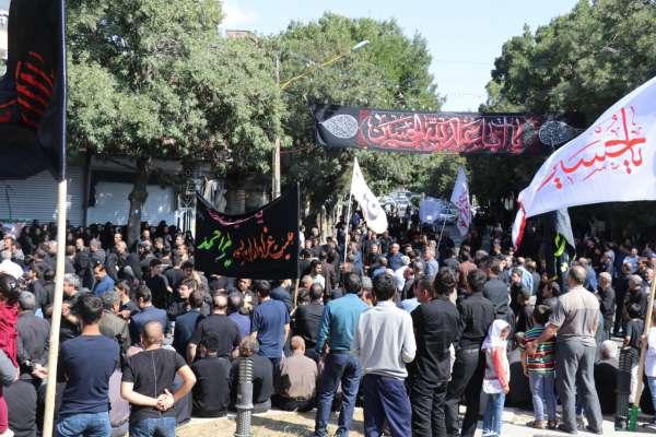 شهرداری بناب گزارش می دهد، مراسم عزاداری مردم شهرستان بناب در عاشورای حسینی برای سالار شهیدان ابا عبداله الحسین (ع) و ۷۲ تن از یاران باوفایش