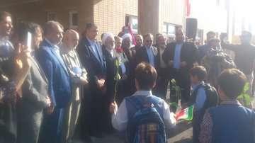 وزیر راه و شهرسازی زنگ آغاز سال تحصیلی را در بهارستان به صدا درآورد/ ادای احترام به شهدای ۸ سال دفاع مقدس