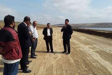 احداث راه دسترسی  گردشگری دور دریاچه سد گیلارلو توسط راه و شهرسازی گرمی