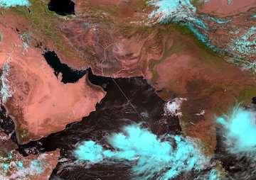 شکلگیری سیستم کمفشار حارهای در ۹۰۰ کیلومتری چابهار/ احتمال تشکیل طوفان حارهای وجود دارد
