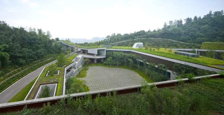 سقف سبز برای هماهنگی با مناظر کوهستانی
