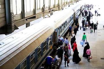۴۵۰ هزار ظرفیت صندلی ایجادی برای قطارهای اربعین به فروش رفت/ احتمال برنامهریزی برای قطارهای فوقالعاده جدید/ هماهنگی با سازمان راهداری برای انتقال مسافران تا مرز
