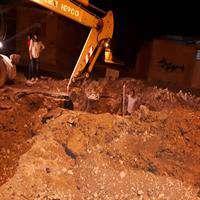 تعمیر شبانه شکستگی خط اصلی آب شهر رامهرمز