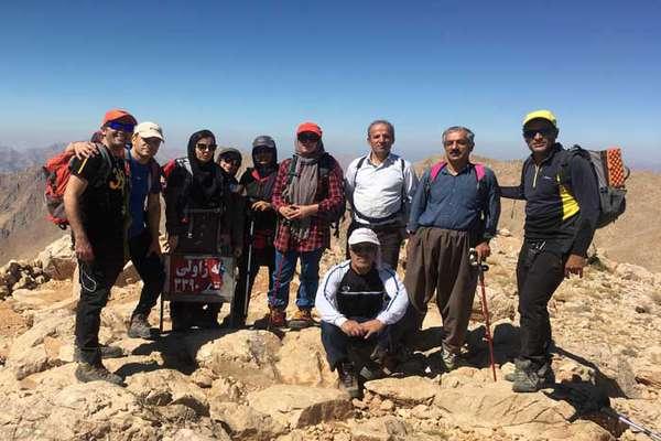 صعود گروه کوهنوردی شرکت برق منطقهای غرب به قله شاهو در شهرستان پاوه