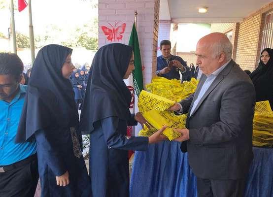 توزیع نوشت افزار در میان دانش آموزان مناطق تحت پوشش شرکت توزیع نیروی برق استان تهران آغاز شد                         ---1398/07/03 11:18
