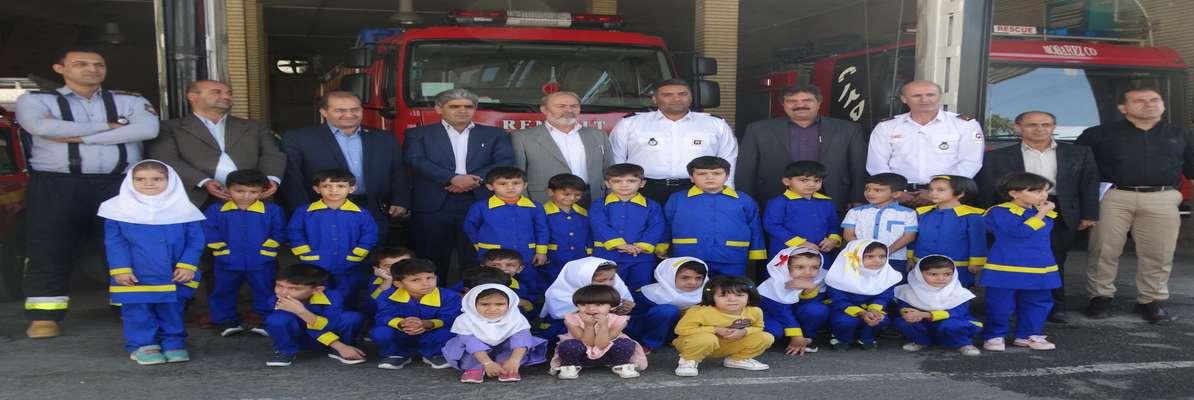 دیدار اعضای شورای اسلامی شهر و نماینده مردم سنندج در مجلس شورای اسلامی با آتش نشانها