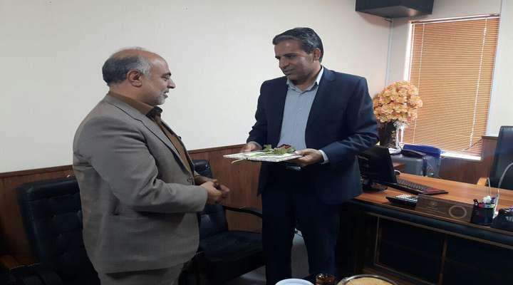 به مناسبت هفته دامپزشكی انجام شد : دیدار مهندس مهدلو شهردار زرند با رئیس شبكه دامپزشكی شهرستان زرند