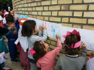 با همکاری شهرداری، جشن روز جهانی کودک در تفرش برگزار شد.