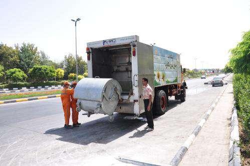 شست و شوی منظم خودروهای حمل زباله و مخازن جمع آوری پسماند