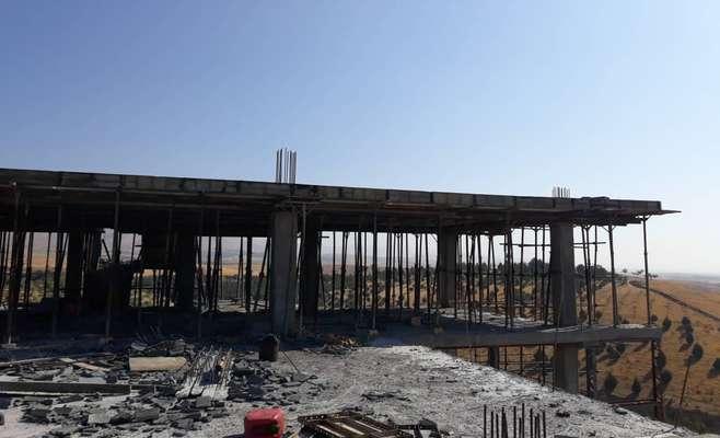 بتن ریزی ساختمان مدیریت منطقه نمونه گردشگری در حال انجام است
