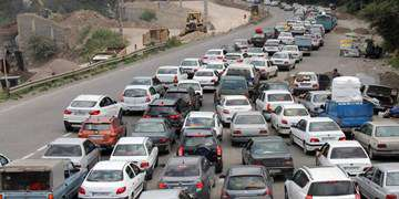 ترافیک پرحجم در محورهای منتهی به مرزهای چهارگانه/ ۹ جاده مسدود شد