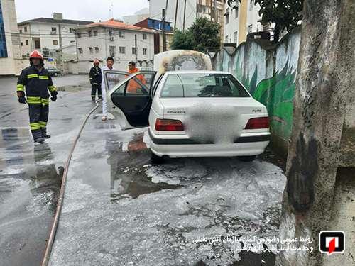 آتش سوزی خودروی پژو پارس در گلسار آتش نشانان را به محل حادثه کشاند/آتش نشانی رشت